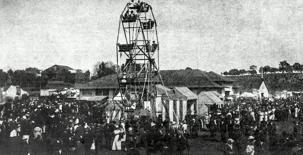 Fairground ferris wheel 1920s
